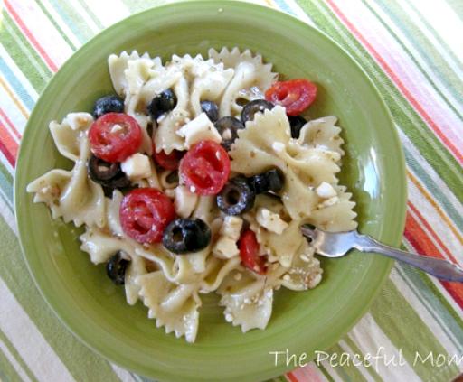 Greek Pasta Salad--The Peaceful Mom