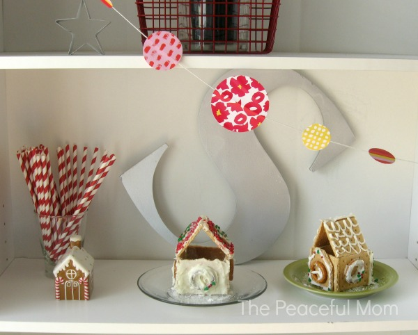 Mini Gingerbread Houses - The Peaceful Mom