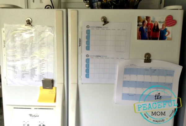 30 Days to an Organized Life -- Create a Simple Control Center -- The Peaceful Mom