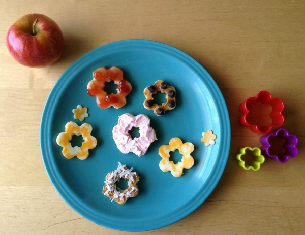 Summer Snacks for Kids -- Apple Flowers -- The Peaceful Mom